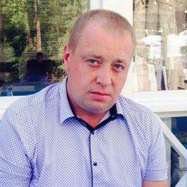 директор автосалона Руслан Игоревич