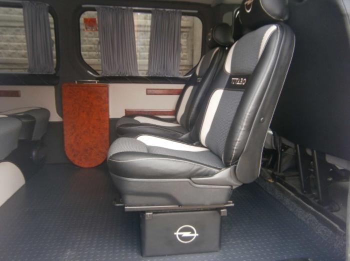 Opel Vivaro-12