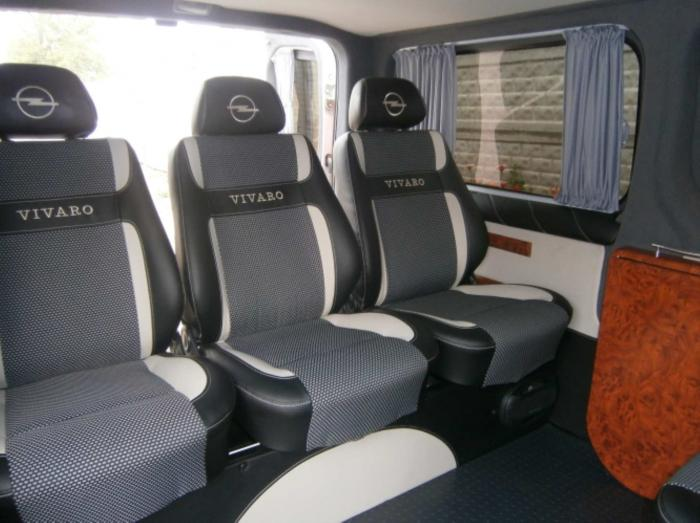Opel Vivaro-13